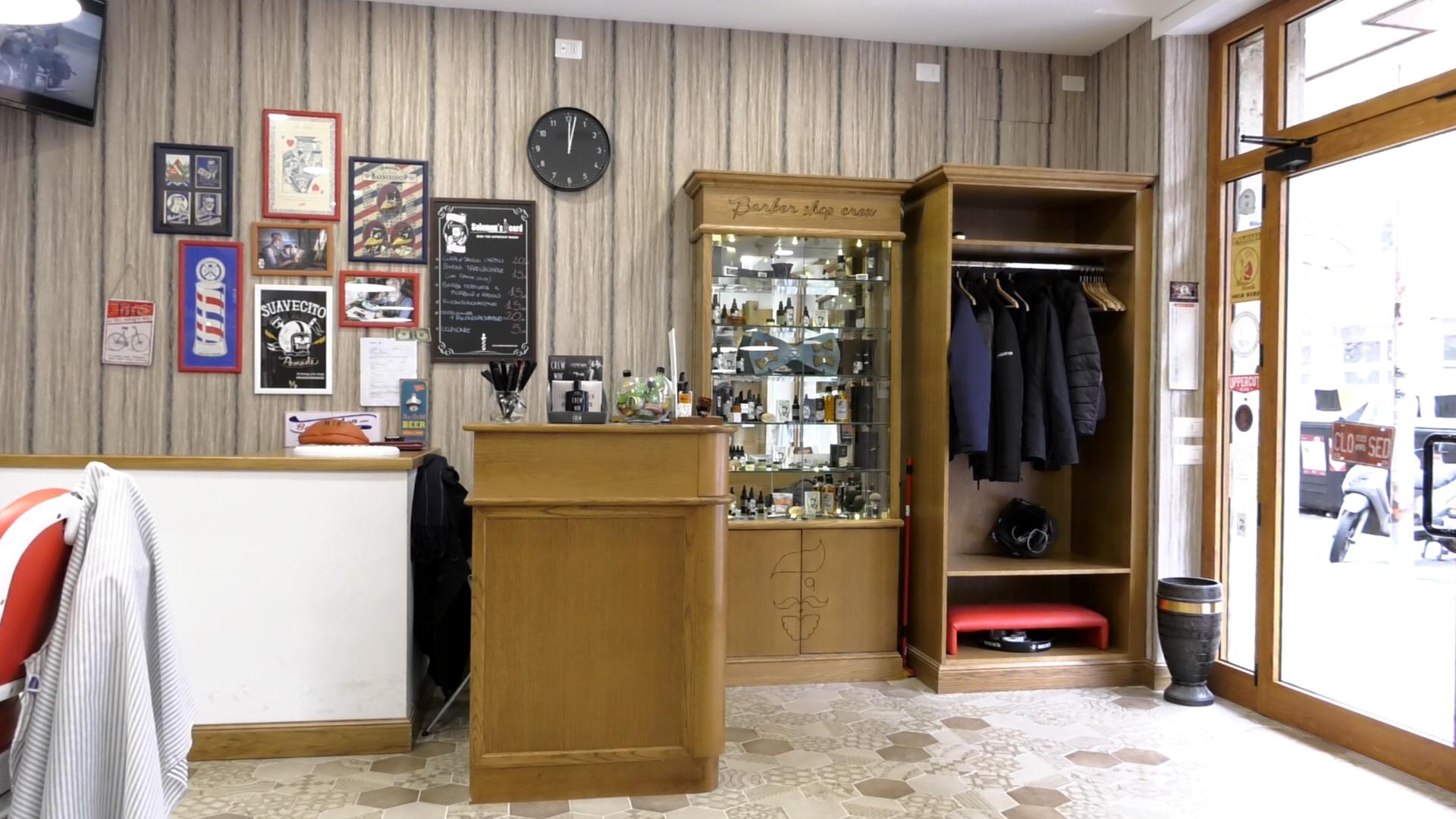 Appendiabiti Da Ingresso Chiuso arredamento barber shop : sedute e appendiabiti | wood design